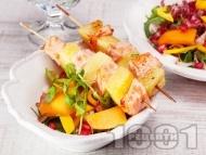 Рецепта Пикантни шишчета със сьомга и ананас